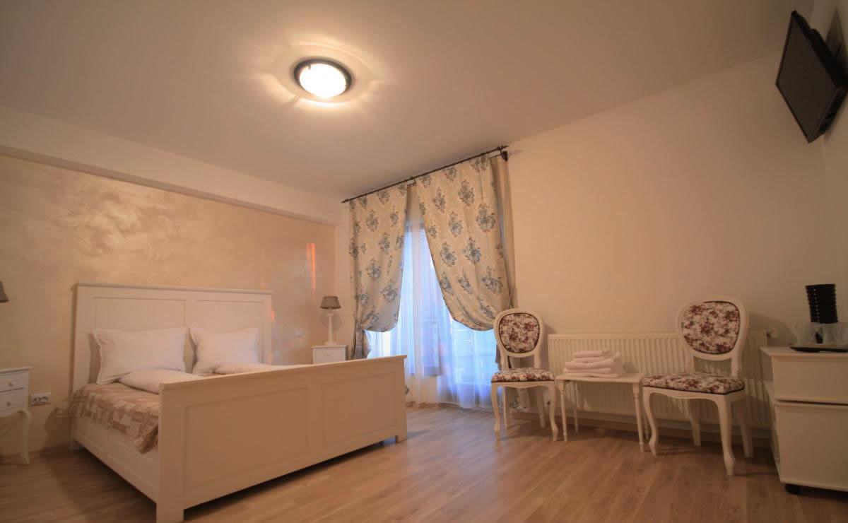 dormitor Pensiunea Transilvania