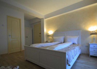 dormitor-pensiunea-transilvania